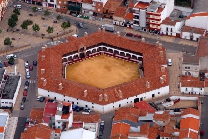 plaza-de-toros-almadén-vista-aerea