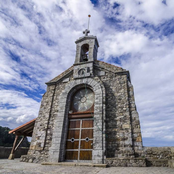 basque-hermitage-spain-san-juan-de-gaztelugatxe-shutterstock_221215585-jose-maria-luis-ai