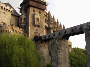 Castillo Hunydai